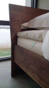 Houten ledikant bed Amsterdam noten hout