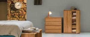 Het bankje achter het bed van massief hout creëer je extra zitruimte in de slaapkamer. Dit prachtige voeteind bankje staat decoratief en geeft extra opbergruimte. Bekijk online of in onze showroom te Amsterdam!