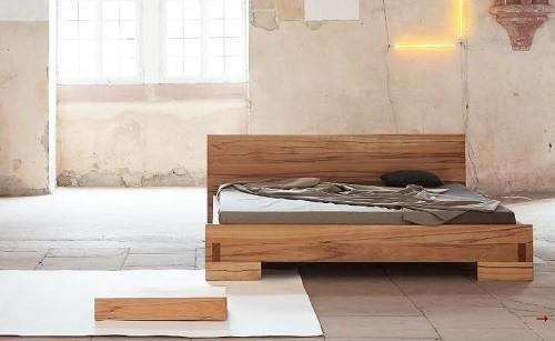 Bedden van natuurlijke materialen gemaakt van duurzaam hout