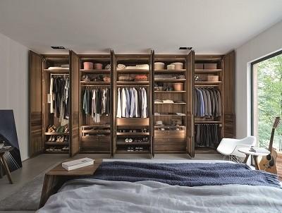 Massief houten kledingkasten en kastsystemen op maat gemaakt.